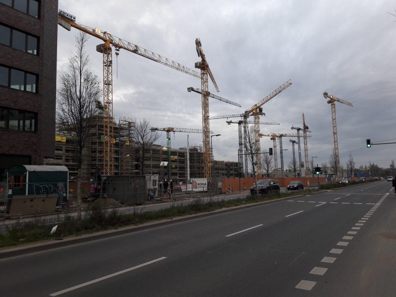 Baukraene-Heidestrasse-Baustellen.jpg